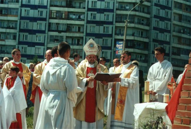Zamiast iść na Mszę św wielu udaje się na bazar