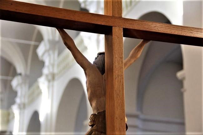 Król wszechświata dla którego krzyż jest tronem